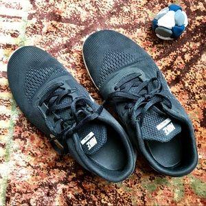 Boys Solid Black nike Sneakers 6Y Athletic Shoes